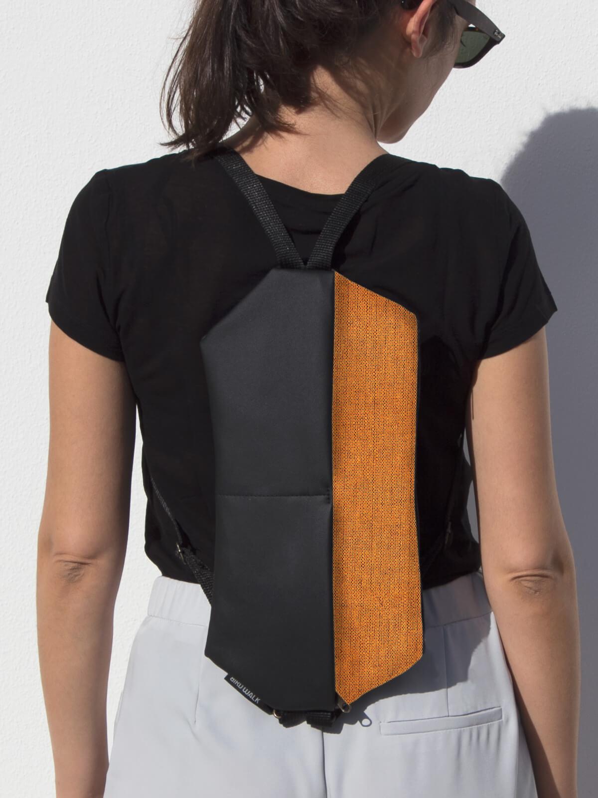mochila compacta conversível em bolsa de ombro marca portuguesa